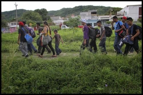 Huyendo-de-la-pobreza-y-violencia-600x399