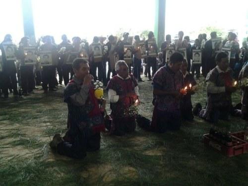 indigenas realizan ceremonia por ayotzinapa